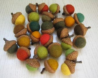 Set of 28 felt acorns, natural acorn caps, 1,2-2cm felt balls, autumn decor