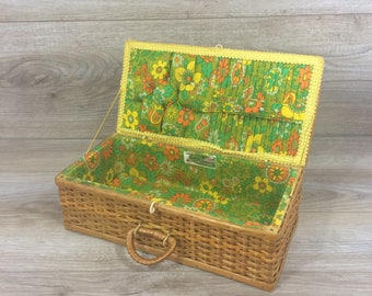 Vintage Sewing Basket by Bacon Basketware 70's / Woven Wicker Sewing Basket with Lid / Notions Basket / French Country / Farmhouse Chic