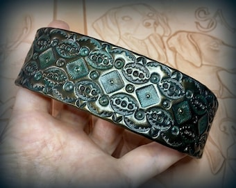 Hand tooled leather cuff bracelet with antique looking patina & bronze sheen - Stylish handpainted artisan jewelry by Gemsplusleather