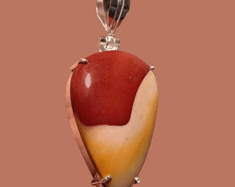 Mookaite Petal-Shaped Pendant in Classic Sterling Silver Setting
