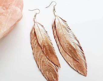 Boucles d'oreille plume - plume métallique boucles d'oreilles - plumes en cuir - bijoux Bohème - Party - bijoux - plumes - Or Rose