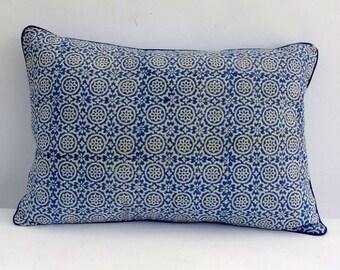 Decorative cushion printed canvas blockprint indigo and white, plain blue back