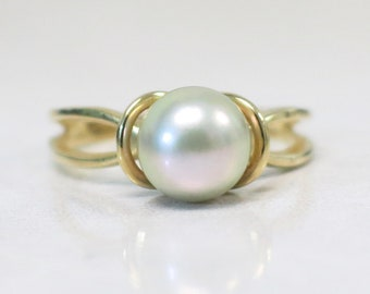 14K Yellow Gold Pearl Vintage Ring