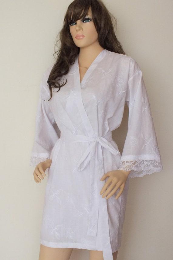 Schöne weiße Baumwollgewand mit Spitze romantisches Kleid