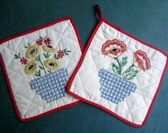 Vintage Pair Quilted Square Pot Holders Floral Embroidery Cross Stitch