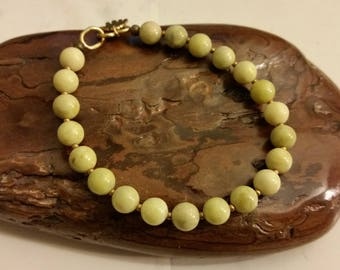 LIME GREEN JADE Bead Bracelet. 8mm Round Lemon Green Jade Beads. Available in Most Sizes. Simple Green Mens Womens Jade Stone Bracelet.