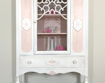 Lovely Vintage China Cabinet