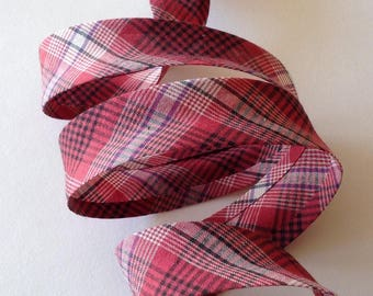 Pre-folded cotton bias 27mm, checked Plaid, raspberry pink and black for sewing, sold by the yard