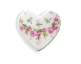 Rose Heart Brooch. Pink Rose Brooch. Small. Bridal Shower Ideas. Shower Gifts.  Broken China Jewelry. Hand Made. Gift Box. Gift Under 20