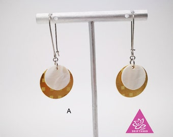 1pair earrings mother of Pearl and disc engraved tile pea or triangle tie sleeper hypoallergenic sensitive skin