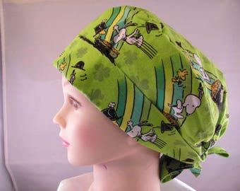 Women's Pixie Scrub Hat Snoopy's Pot of Gold