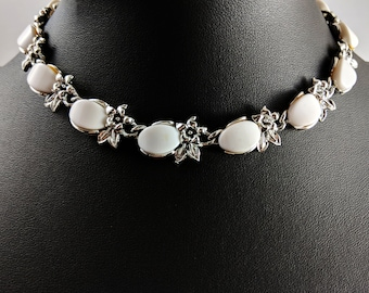 Lovely White Silver-tone metal Flowers 1960's Vintage Panel Necklace