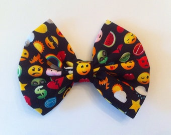 Kawaii Emoji Fabric Hair Bow, Smiley Face, Emoticon, Arcade