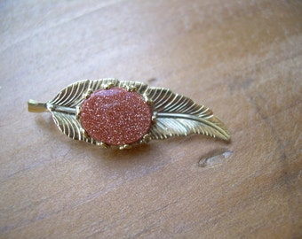 Vintage Gold tone Leaf Pendant with Genuine Goldstone bacochon in a pretty setting~