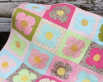 Sophie Quilt Pattern #132 by Cluck Cluck Sew - Pretty Flower Quilt in 5 Sizes - Beginner Quilt (W751)