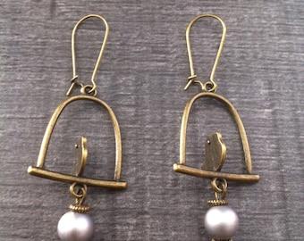 birds grey Pearl Earrings