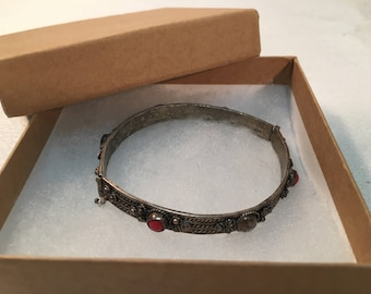 Bracelet SILVER BANGLE Bracelet SCROLL design and cabochons of red glass