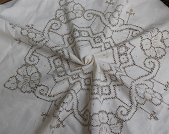 Antique 1960s drawnwork tablecloth embroidery table cover