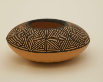 Native American Pottery // Acoma Pot // Acoma New Mexico // SHIPS FREE