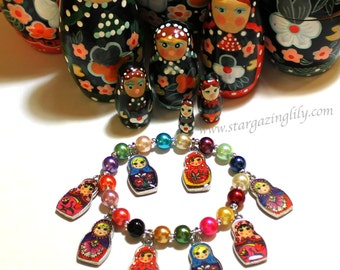 Matryoshka Doll Charm Bracelet. Russian Stacking Dolls Bracelet. Bright Colored faux glass pearls