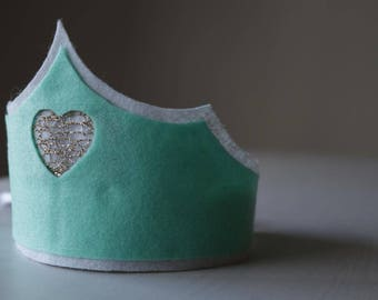 Birthday crown,  baby girl felt crown, Queen of Hearts, Crown with golden Heart,princess crown,princess costume,princess wand,Christmas gift