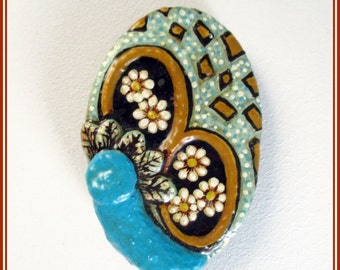 Broche flores pintadas, pin flores para chaqueta, broche diseño boho, broche turquesa joyería contemporánea artesanal, broches compromiso.