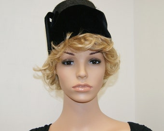 Vintage 50's 60's Black Velvet & Panama Straw Tall PillBox Hat Size 22
