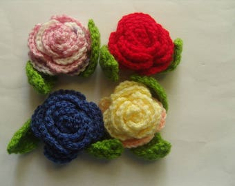 Roses, set of 4 wool and two leaves 5 cm.
