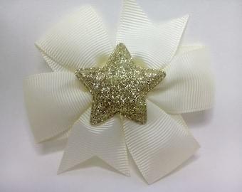 White bow hair clip / gold/gold