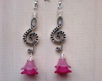 Earrings with treble clef