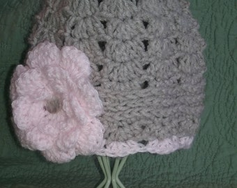 Crocheted baby girl hat in gray with  pink flower