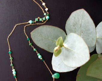 Chrysoprase and gold necklace