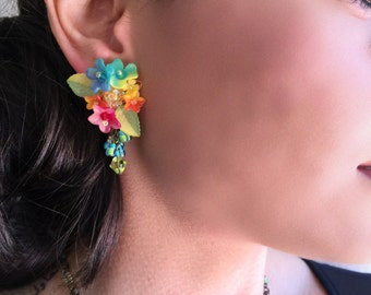WILD FLOWER, Colorful handbeaded earrings by Colleen Toland