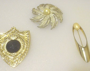 Vintage Lot of 3 Costume Jewelry Brooches Pins Goldtone Crest Pearl Silvertone Sarah Coventry Starburst Pink Pearl Goldtone Opal Career BIN