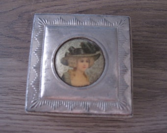 """2.75"""" x 2.75"""" Trinket box with tin top and girl picture cardboard"""