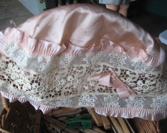 1920's Lace and Satin Cloche/Bed Cap/Flapper Headwear