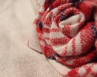 Flower brooch in Scottish fabric, Scottish wool brooch, brooch for coat, brooch for jacket, brooch in fabric, brooch of fabric