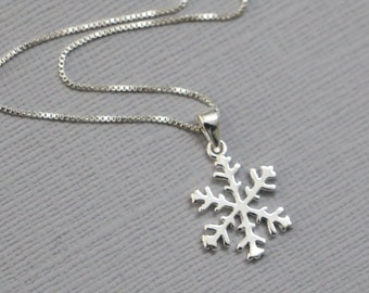Snowflake Necklace, Sterling Silver Snowflake Necklace, Christmas Necklace, Winter Wedding NEcklace, Bridesmaid Gift Necklace, Elsa Necklace