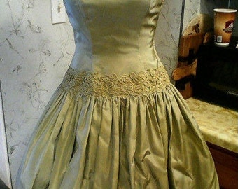 Lovely Early 50s Tiered and Heavily Appliqued Sage Green Glazed Taffeta Party Dress - S
