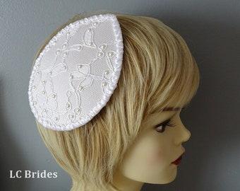 Weiße Hochzeit Fascinator Hut, Spitze und Perlen Mini-Hut, Hut-Krone, Brautschmuck, Mini-Hut, weiß, Perle, Spitze