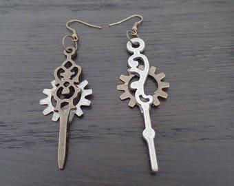 Hour hand earrings