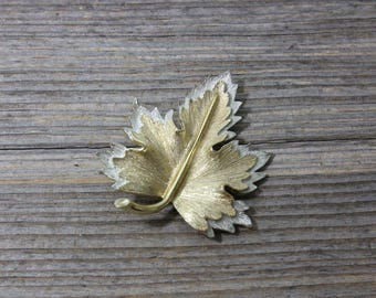 Beautiful gold and silver tone leaf shaped Sarah Coventry pin...perfect for Fall. Jewelry, costume jewelry, fashion, brooch, pin, Fall