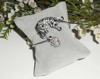 This bracelet cat and mouse in rhinestones
