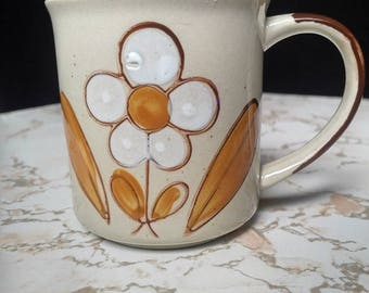 Vintage White Daisy Mug from the 1970s