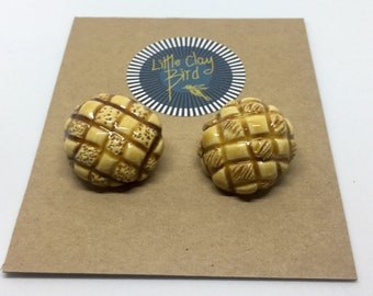 Set of 2 Cross hatched ceramic buttons