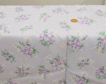 """1970's Vintage Pale Lavender Floral Print Crepe Textured Polyester Fabric ntermittent Floral Bouquets  2 yards 19"""" by 44"""" wide"""