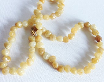 Necklace - marbled plastic cream beads necklace