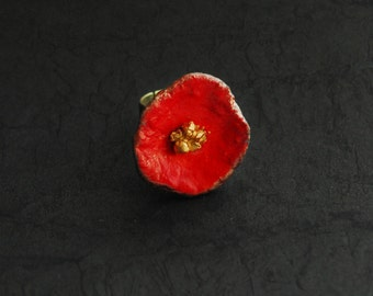 Poppy ring, red with golden heart, the backside  is black and silver, ring is adjustable, 2,3 x 2,3 cm