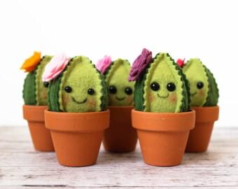 Cute Felt Cactus / faux garden / faux succulent / felt plant / wedding favor / home decor / pin cushion