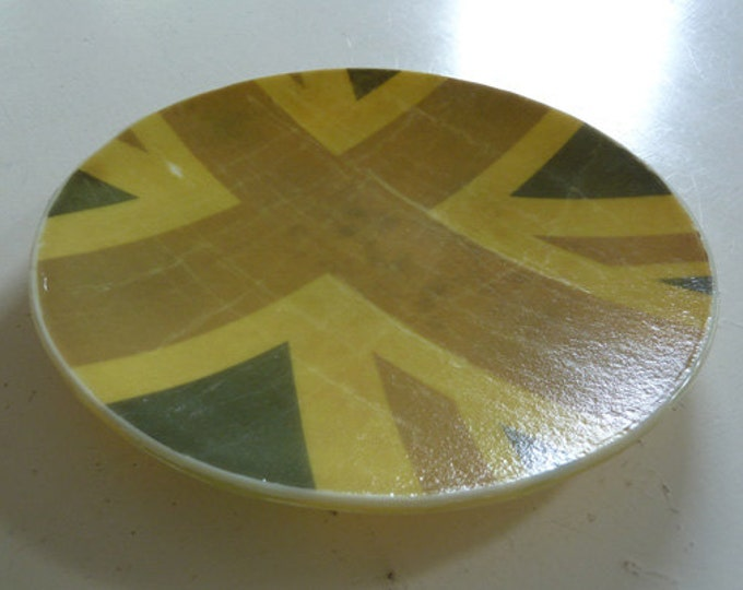 Fused glass bowl with vintage-look Union Jack design.